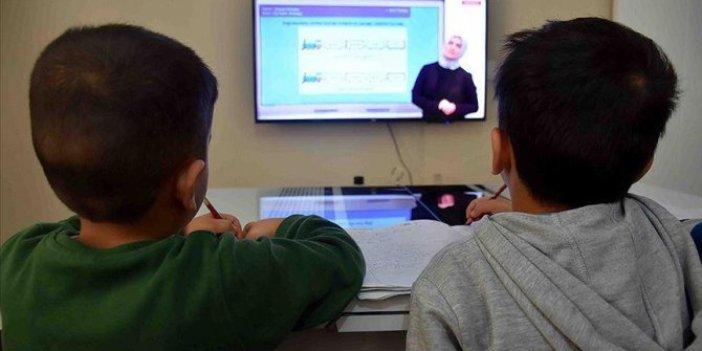 Uzaktan eğitimde daha ilk dersten sıkıntı, sosyal medyada tepkiler dinmiyor