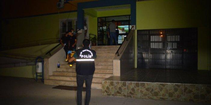Adana'da okula giren hırsız yakalandı! Kumbara çalarken suçüstü