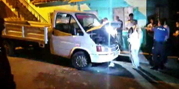 İzmir'de kamyonet kundaklandı! Alevler korku yarattı