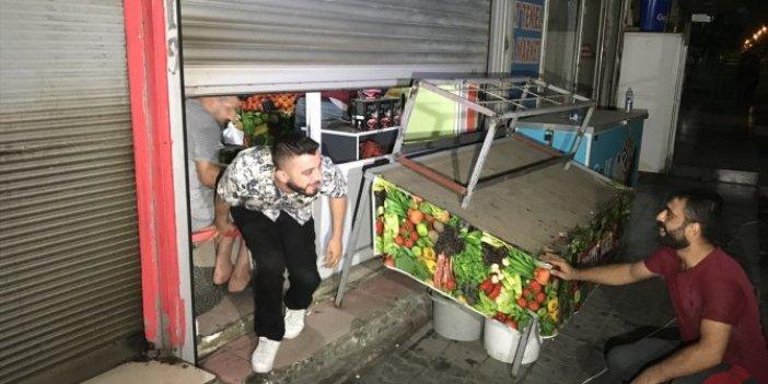 Adana'da elektrikler kesildi!  İş yerinde 5 saat mahsur kaldılar