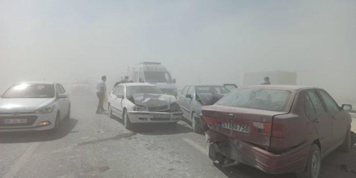 Konya Aksaray yolunda kum fırtınası nedeniyle 10 araç birbirine girdi