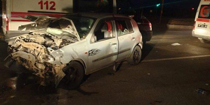 Adana'da iki otomobil çarpıştı! Yaralılar var