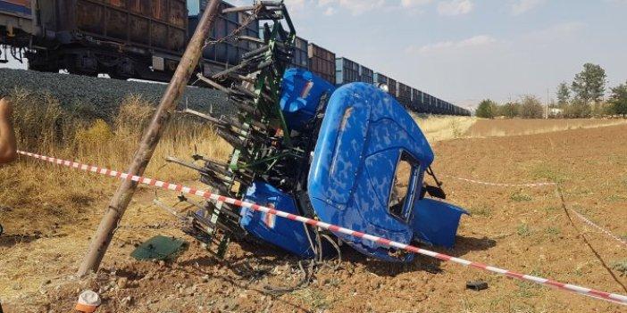 Tren traktörü 25 metre sürükledi! Elazığ'da yürekler ağza geldi