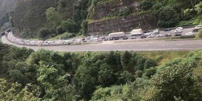 KPSS'ye giremeyen adaylar için vali devreye girdi, kaza nedeniyle araç kuyruğu oluştu