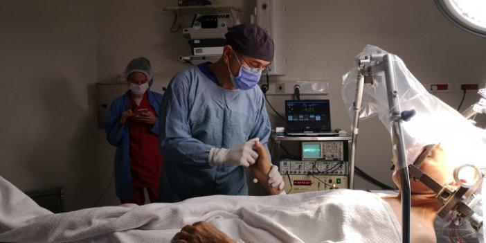 Şarkılı türkülü beyin ameliyatı! Türk doktorunun büyük başarısı