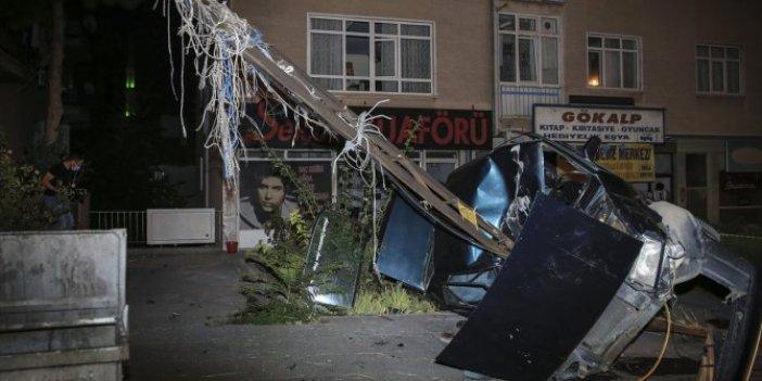 Ankara'da sürücü kontrolü kaybetti! Otomobil elektrik direğine asılı kaldı