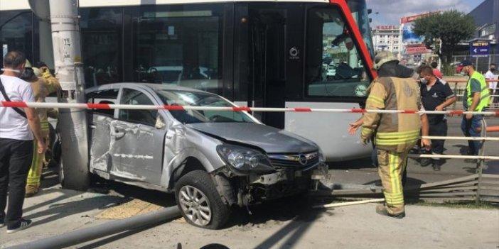 İstanbul'da tramvay otomobili biçti: 1 yaralı