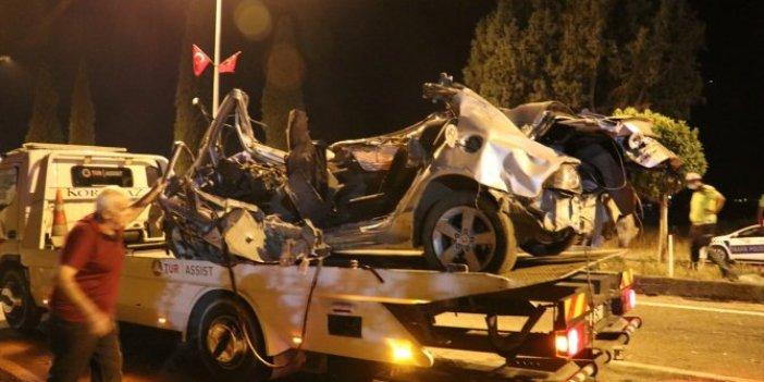 İzmir'de hız kazası! Önce duvara sonra ağaca çarparak durabildi! 2 ölü 2 yaralı