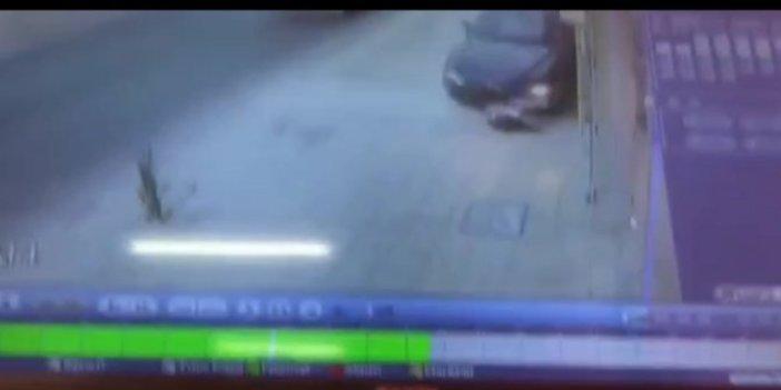 Kaldırımda oturan genç kıza otomobil çarptı! Otomobilin altında metrelerce sürüklendi