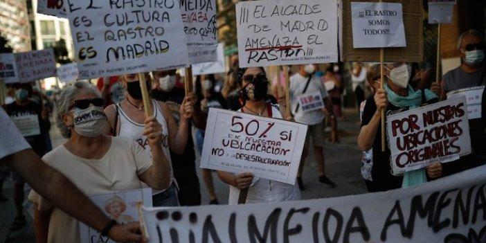 Madrid'de esnaf pazarın açılması için toplandı