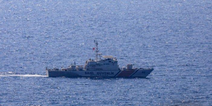 Meis'te askeri hareketlilik: Türk askeri gemi güvertesinde nöbete durdu