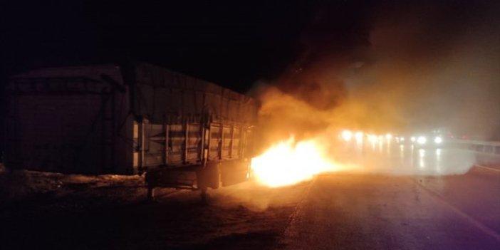 Lastikler alev aldı! Kırıkkale'de tuğla yüklü tır alev alev yandı