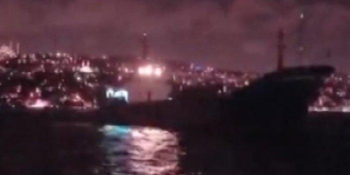 Boğaz'da tehlike ucuz atlatıldı! Yük gemisi teknelere doğru sürüklendi