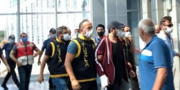 Halil Sezai adliyeye işte böyle getirildi, elinde sargı kolunda polis