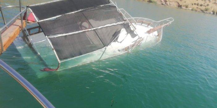 Şanlıurfa'da tekne battı kahraman kaptan 26 kişiyi kurtardı