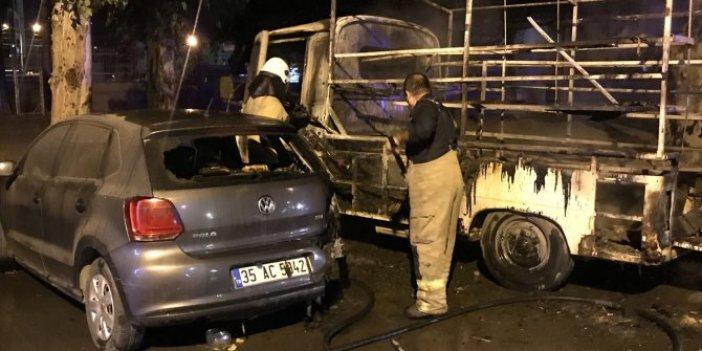 İzmir'de 1'i minibüs 3 araç kundaklandı!