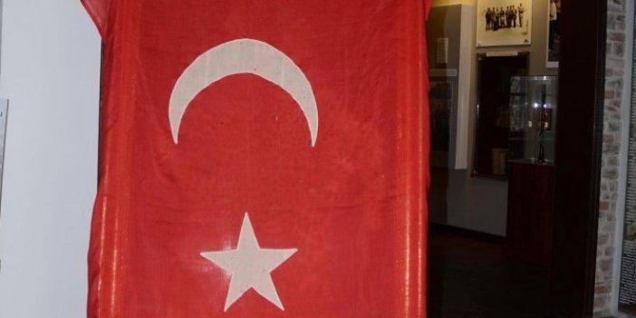 Anzak askerinin aldığı 100 yıllık Türk Bayrağı yurda döndü