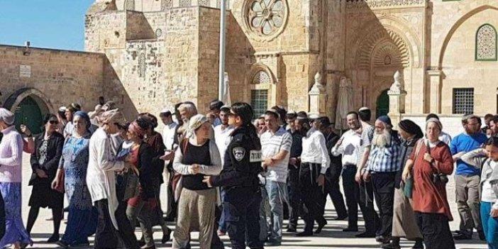 Fanatik Yahudiler Mescid-i Aksa'yı bastı