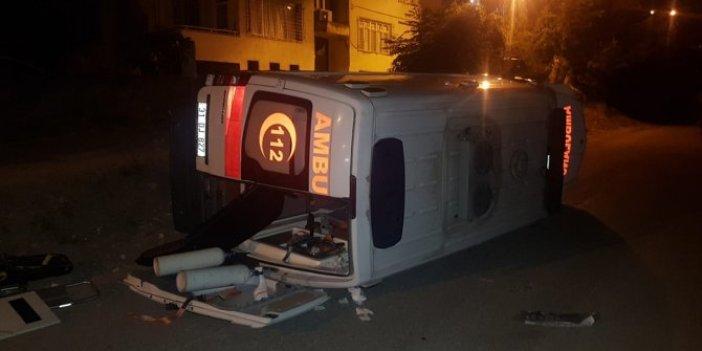 Hatay'da hasta taşıyan ambulans devrildi! 3 yaralı