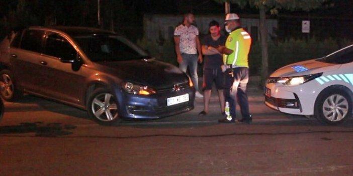 Adana'da polisi gören sürücü geri geri kaçmaya çalıştı!