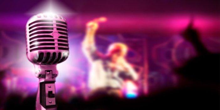Karaoke partisinde koronalı mikrofon faciası