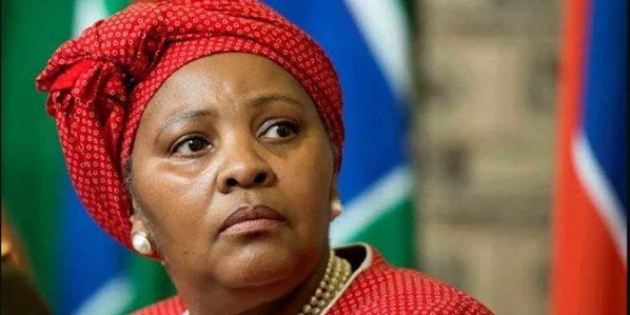 Güney Afrika Savunma Bakanı'na maaş kesme cezası