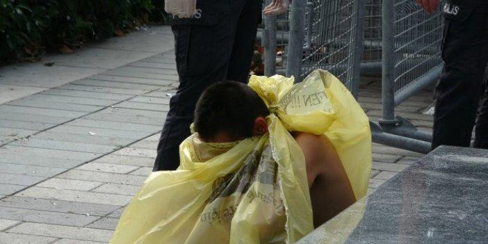 Polisler Taksim'de yakaladıkları kadını sarı poşete sardı. Sebebi şok etti