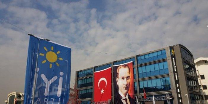 İYİ Parti'den Erdoğan'a yeni Anayasa yanıtı. Partili Cumhurbaşkanlığı'nın sorgulanması doğru adımdır. Çözümün parlamenter sistemde olduğuna inanıyoruz