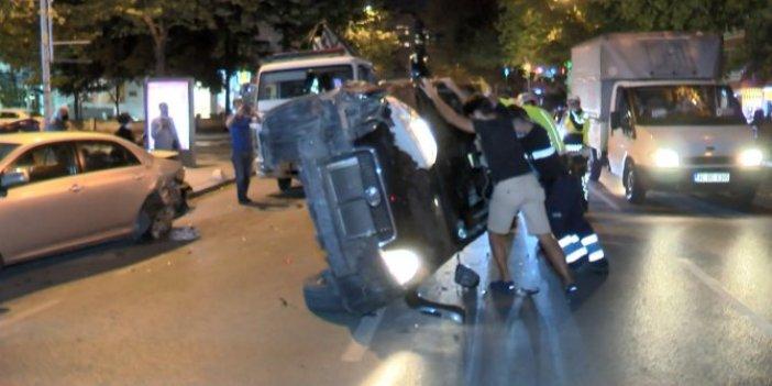 Kadın şoför kaza sonrası sinir krizi geçirdi! Önce park halindeki araca çarptı sonra takla attı