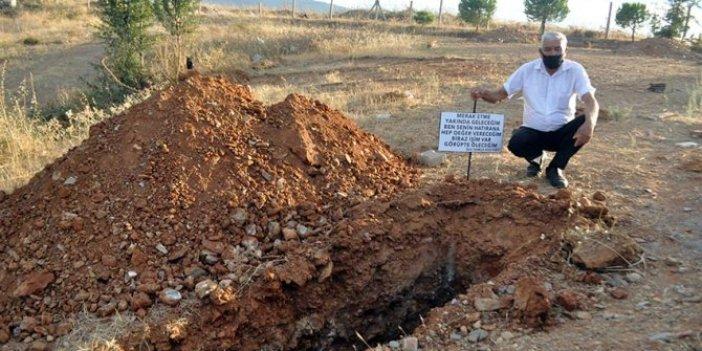 Eşinin hasretine dayanamadı kendi mezarını kazdırdı, baş ucuna öyle bir şey yazdırdı ki