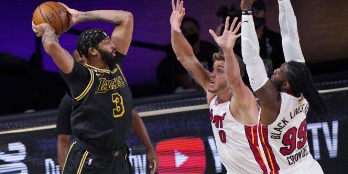 Lakers kazandı. Davis tarihe geçti