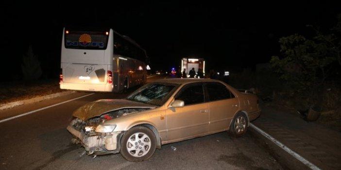 Manisa'da hızını alamayan otomobil koyun sürüsüne daldı! 7 kişi yaralandı 15 koyun telef