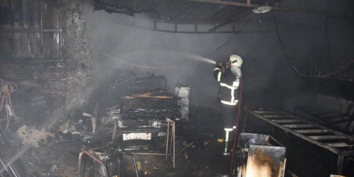 Bodrum'da yangın! Alevler yan binaya sıçradı garajdaki otomobil yandı