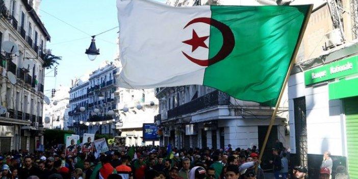 Cezayir'de okullar kademeli olarak açılacak