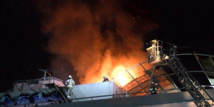 Zeytinburnu Sanayi Sitesi'nde baraka alev alev yandı