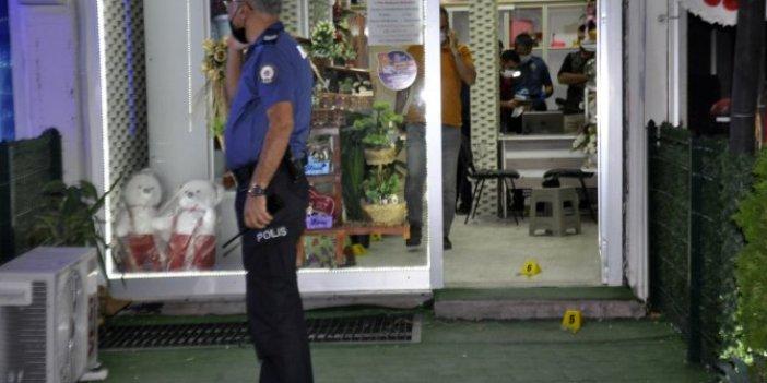 Karaman'da çiçekçiye pompalı saldırı! 3 kişi yaralandı! O anlar güvenlik kamerasında