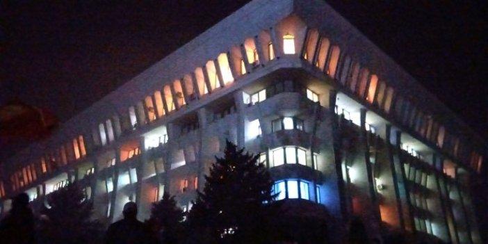 Kırgızistan'da Cumhurbaşkanlığı Sarayı işgal edildi