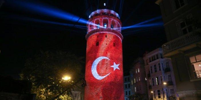 Galata Kulesi, Türk bayrağı ve Atatürk'ün ışıklandırması ile açıldı
