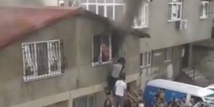 Anne ve bebeklerinin evi alev topuna döndü. Çığlık sesleri mahalleyi inletti