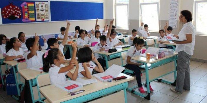 Korona Virüs Bilim Kurulu Üyesi Prof. Dr. Hasan Murat Gündüz okulda çocukları koronadan koruma yöntemini madde madde sıraladı. Hayati detaylar verdi