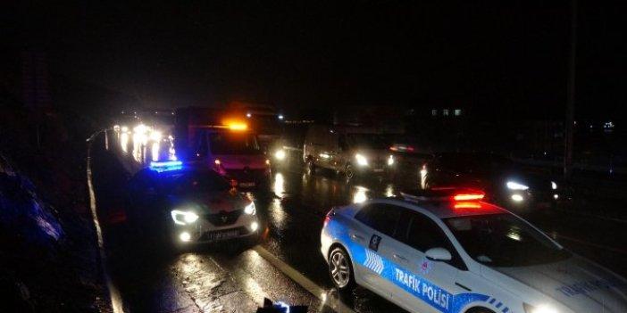 İstanbul- Kocaeli arası TEM otoyolunda toprak kaydı, trafik kuyruğu uzadıkça uzadı