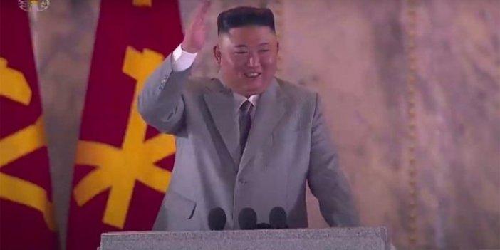 Kim Jong-un efsanevi nükleer füzeleri ilk kez ortaya çıkardı, sıra sıra  geçtiler, uçlarında tapalar vardı!