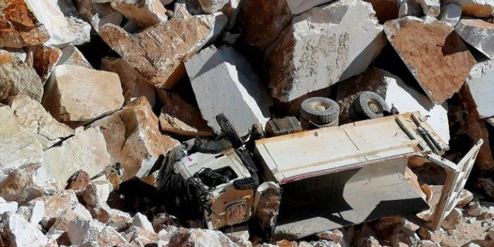 Muğla'da hafriyat kamyonu devrildi, sürücü öldü