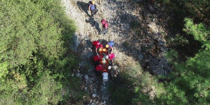 Bursa'da 15 metre yükseklikten düşen dağcı mahsur kaldı. 16 kişilik ekip kurtardı, işte o anlar