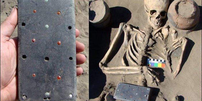 Telefona benziyor tam 2 bin 100 yıllık. Arkeologlar neye uğradığını şaşırdı