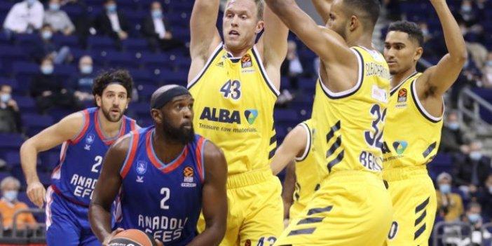 Anadolu Efes, EuroLeague'de galibiyetle tanıştı