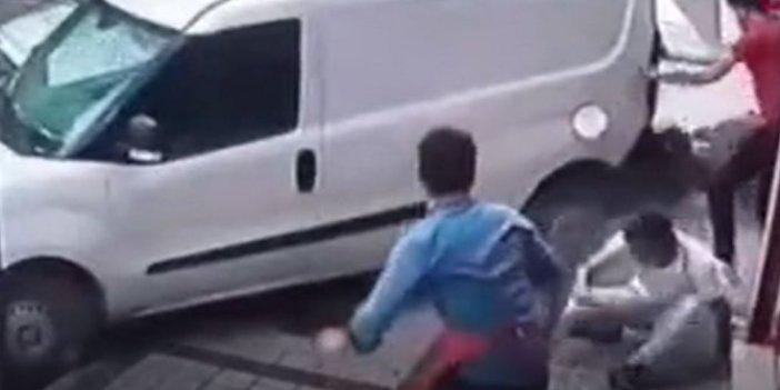 İstanbul'da bilardo gibi kaza. Kaldırımdaki genç böyle havalandı