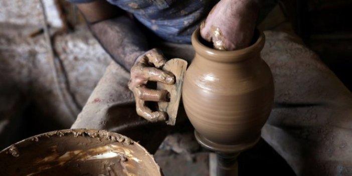 Yarım asırdır el emeğini sanata dönüştürüyor. Türkiye'deki 16 ustadan biri