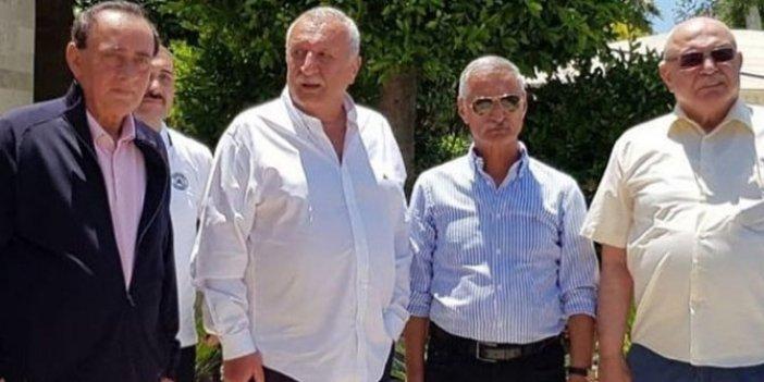 Alaatin Çakıcı, Mehmet Ağar, Engin Alan ve Korkut Eken Bodrum'da bir araya geldi. Aynı karede ilk kez görüntülendiler. Bodrum'da sürpriz buluşma