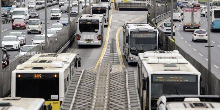 Metrobüs Edirnekapı durağı Pazartesi gününe kadar kapalı. Yenileme çalışmaları yapılıyor